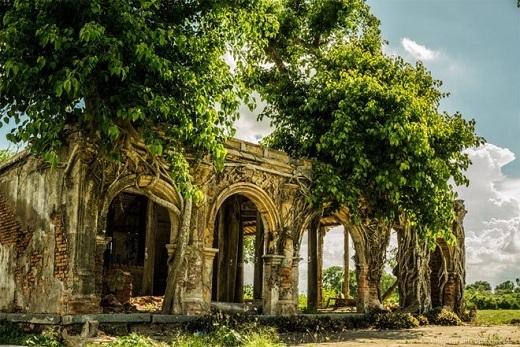 Một ngôi đình cổ ở xã Tân Đông, huyện Gò Công Đông, tỉnh Tiền Giang đầy vẻ cổ kính và bí ẩn.