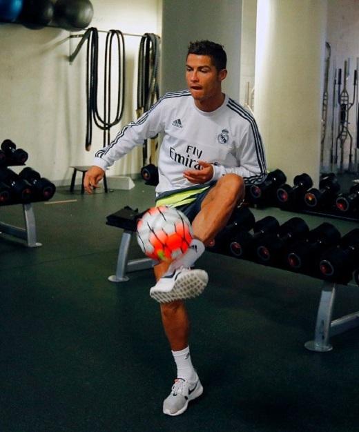 Sau khi hội quân cùng đồng đội ở Melbourne, Cristiano Ronaldo đã thể hiện tinh thần chuyên nghiệp khi bước vào buổi tập cùng đồng đội.