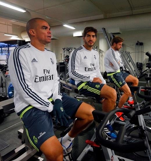 Tân binh Lucas Silva (giữa) đang nỗ lực hòa nhập và làm quen với đội bóng mới. Anh tập luyện cùng Pepe và Asier Illarramendi.