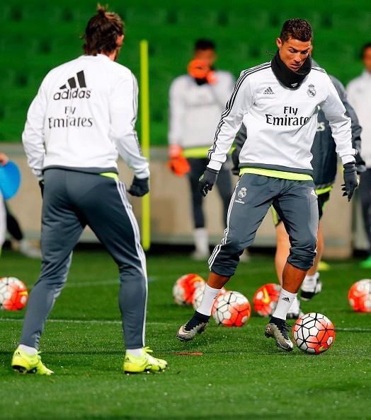 Cristiano Ronaldo luôn thể hiện tinh thần tích cực trong các buổi tập luyện với bóng.