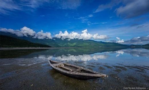 Đứng trước thiên nhiên hùng vĩ ở Lập An, con người bỗng chốc trở nên nhỏ bé.