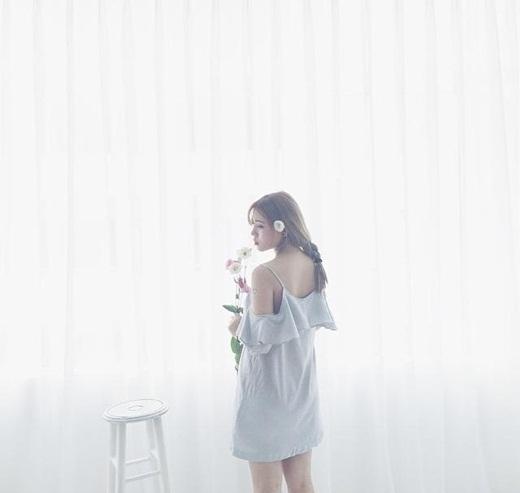 Ai nói rằng lấy chồng rồi thì sẽ không còn xinh đẹp nữa?Heo Mi Nhon vẫn khiến cho nhiều bạn trẻ phải đổ gục trước gu thời trang của mình. Dù đã đám cưới cùngKiên Hoàng hơn một tháng nay, nhưng cặp đôi này vẫn luôn mải mê và bận rộn với công việc kinh doanh. Hiện nay, cặp vợ chồng này đang sở hữu ba cửa hàng quần áo thời trang và một quán ăn tại thủ đôHà Nội.
