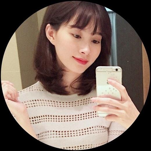 Với kiểu tóc ngắn chấm vai này, Đặng Thu Thảo nhận được vô số lời khen ngợi và nhiều người đã ví von rằng trông cô hệt như nàng búp bê Barbie đáng yêu, xinh đẹp.