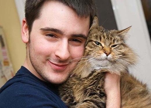 Hình ảnh tưởng tượng của bạn khi ôm một chú mèo.