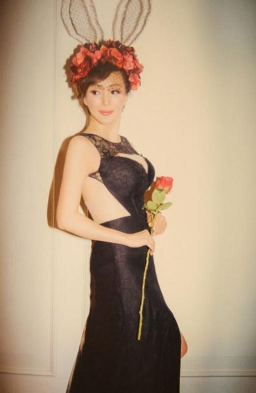 Diễn viên TVB 50 tuổi khoe sắc đẹp, vẻ gợi cảm như phụ nữ 20