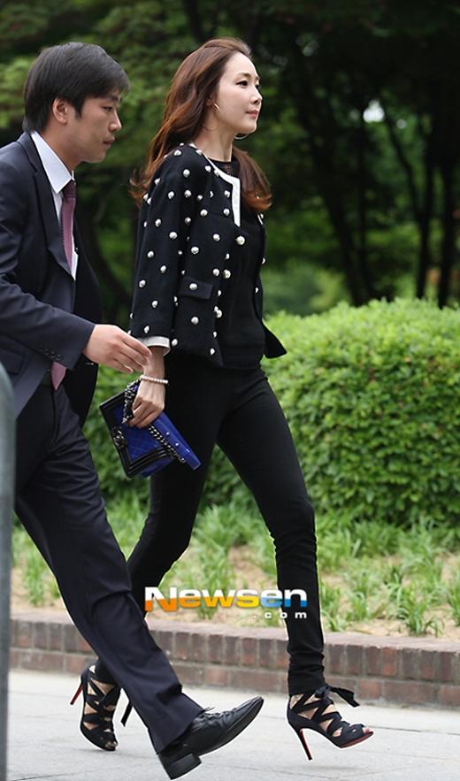Trong phim Temptation, Choi Ji Woo đã xuất hiện cùng chiếc túi xách của Chanel trị giá khoảng 121 triệu đồng.