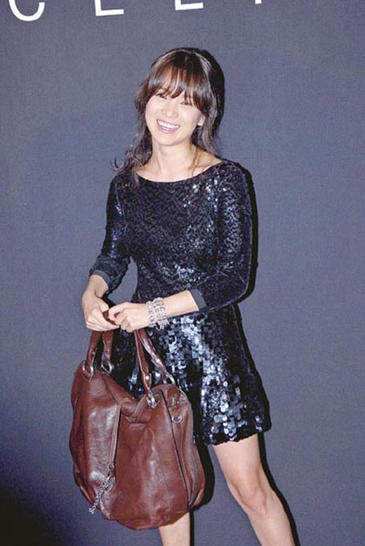 Choáng ngợp với bộ sưu tập túi xách hàng hiệu của mỹ nhân xứ Hàn