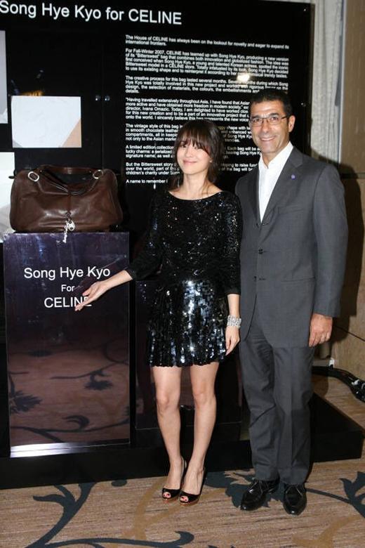 Vào năm 2007, Song Hye Kyo đã cùng với Celine ra mắt dòng túi xách sang trọng. Được biết đây là sản phẩm giới hạn, chỉ có tổng cộng 500 cái trên toàn thế giới.