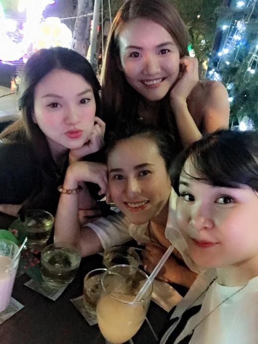 Ngưỡng mộ tình bạn tri kỷ hơn 10 năm của Mây Trắng – Mắt Ngọc - Tin sao Viet - Tin tuc sao Viet - Scandal sao Viet - Tin tuc cua Sao - Tin cua Sao
