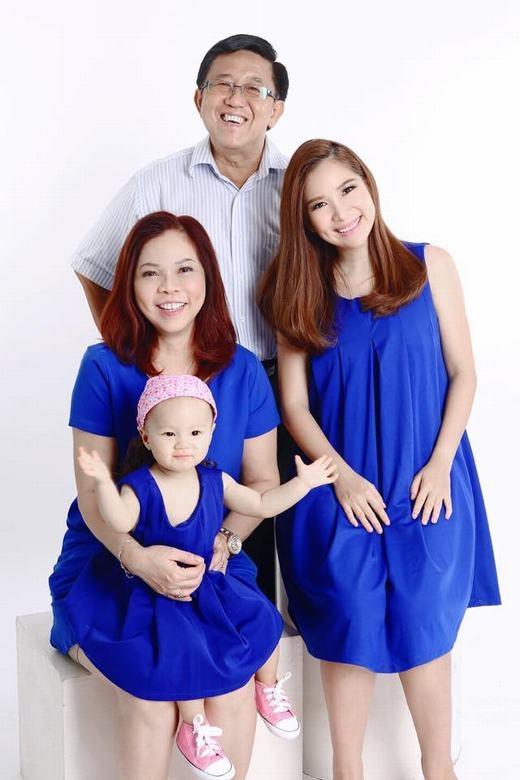 Duy Uyên bên con gái và bố mẹ. - Tin sao Viet - Tin tuc sao Viet - Scandal sao Viet - Tin tuc cua Sao - Tin cua Sao