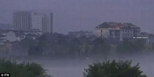 Vào năm 2006, China Daily cũng cho đăng tải 4 bức ảnh ma quái xuất hiện ở ngoài khơi tỉnh Sơn Đông. Nó khiến nhiều người thực sự kinh ngạc.