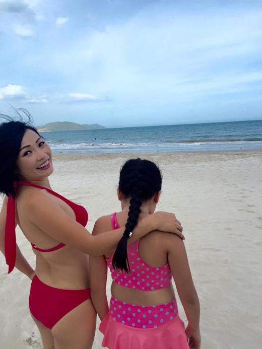 Dù là bơi lội dưới nước hay trong bất kì hoàn cảnh nào,Phương Thanhcũng nhất quyết không để lộ mặt con gái. - Tin sao Viet - Tin tuc sao Viet - Scandal sao Viet - Tin tuc cua Sao - Tin cua Sao