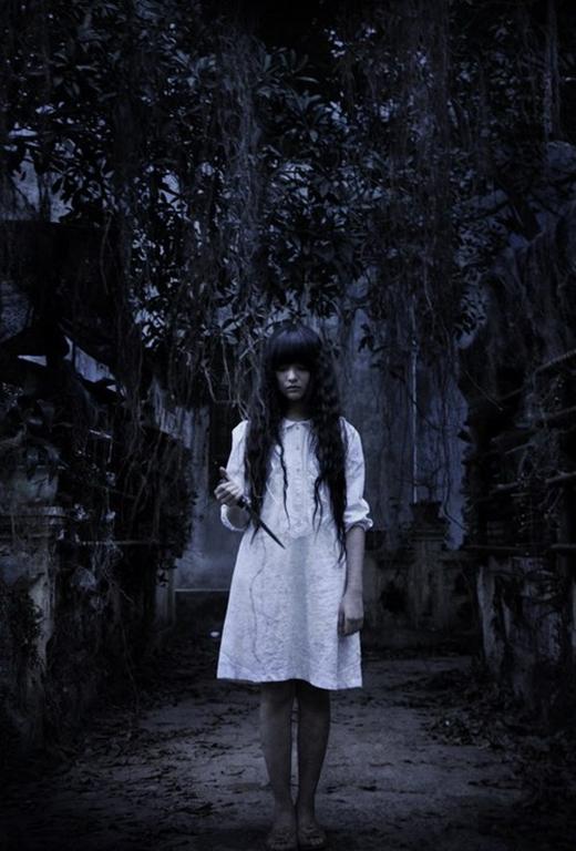 Yu Dương vào vai Thánh cô ma quái, thoắt ẩn thoắt hiện trong phim.