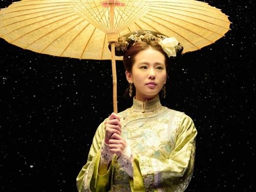 Có một điều ít người biết là sau khi kết hôn với Ngô Kỳ Long, lượng fan của Lưu Thi Thi giảm sút rất nhiều. Tuy nhiên người đẹp này vẫn chấp nhận ở cạnh ông xã mình và giảm bớt lượng công việc.