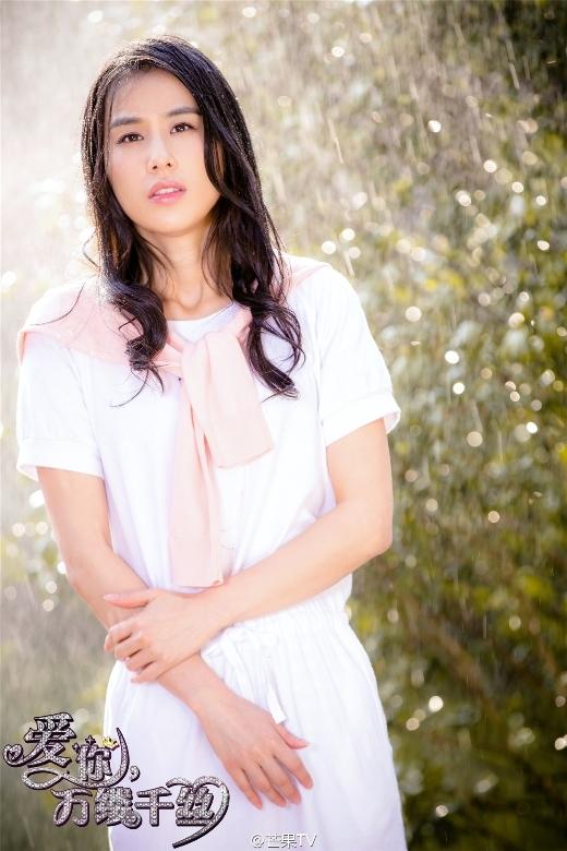 Gương mặt của Huỳnh Thánh Y rất thanh tú và hài hòa, vì vậy dù đóng phim cổ trang hay hiện đại vẫn rất phù hợp.