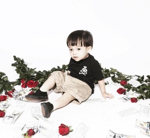 """Thích mê cậu nhóc thời trang """"siêu chất"""" của vợ chồng Việt Max"""