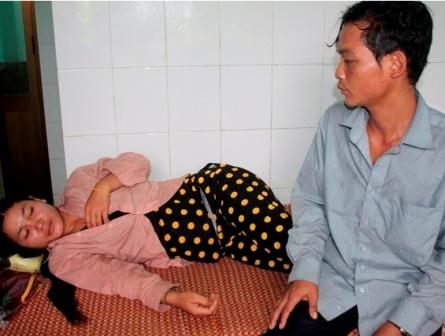 Một bệnh nhân mắc phải căn bệnh này đang nằm điều trị tại bệnh viện huyện Phước Sơn. Ảnh: DT