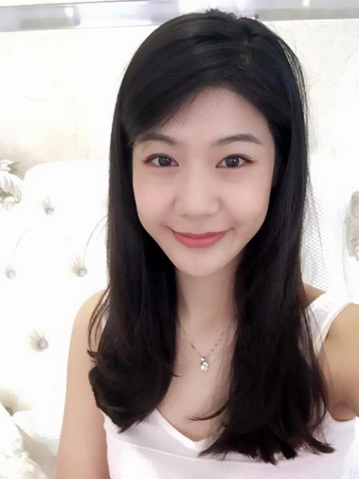 Thỉnh thoảng, Đông Phương cùng xuất hiện với bạn trai mình là ca sĩ Trương Thế Vinh để tham gia một vài sự kiện trong showbiz.
