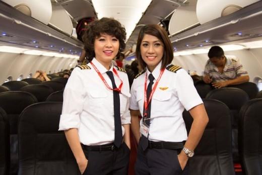 Trước khi trở thành cơ trưởng, cô đã có 7 năm kinh nghiệm làm tiếp viên hàng không. Tuy nhiên, mơ ước lớn nhất của cô vẫn là được khoác lên mình bộ đồng phục phi công.