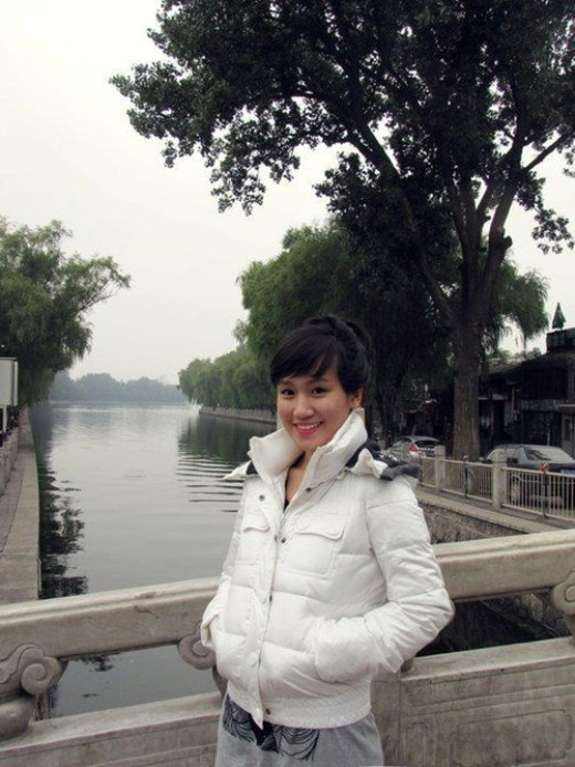 Trong một lần tình cờ nhìn thấy thông báo tuyển phi công của VietNam Airlines, với bản tính tò mò sẵn có, cô đã nộp đơn và trúng tuyển.