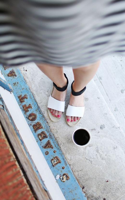 Với đôi giày này, bạn có thể phối cùng những chiếc váy trông sẽ rất nữ tính.