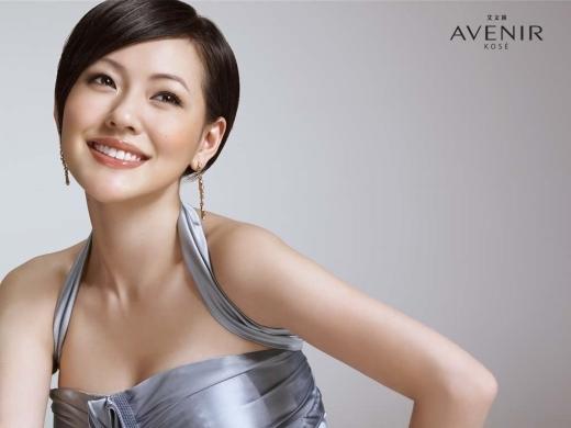 Khi mới gia nhập ngành giải trí, ấn tượng duy nhất mà Tiểu S để lại cho khán giả là hàm răng đang được niềng. Hình ảnh quê mùa này đã theo Tiểu S suốt một thời gian dài cho đến khi cô tháo niềng và trở thành MC hàng đầu Đài Loan.