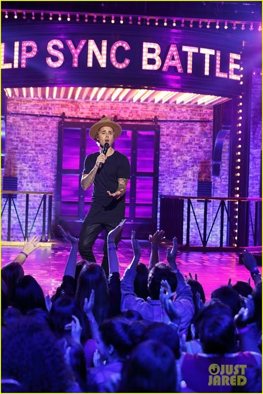 Dù diễn sâu, Justin Bieber vẫn bẽ bàng thua cuộc