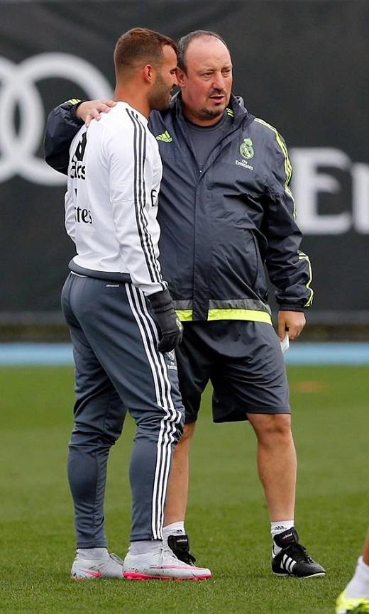 Ronaldo lạnh lùng với Benitez nhưng thân thiện với fan