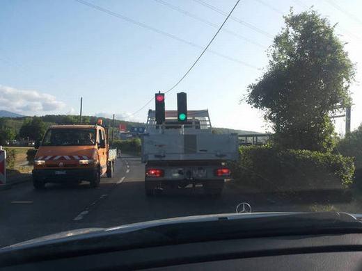 Cột đèn giao thông... lưu động.