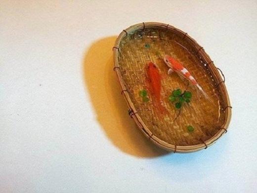 Tuấn Anh đã khéo léo dùng những vật chứa mang đậm dấu ấn văn hóa Việt Nam.