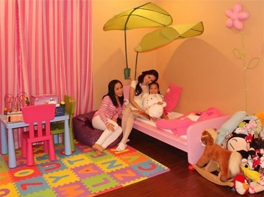 Chỉ riêng phòng của con gái Việt Hương được trang trí màu sắc rạng rỡ 'đúng chuẩn' phòng của một bé gái. - Tin sao Viet - Tin tuc sao Viet - Scandal sao Viet - Tin tuc cua Sao - Tin cua Sao