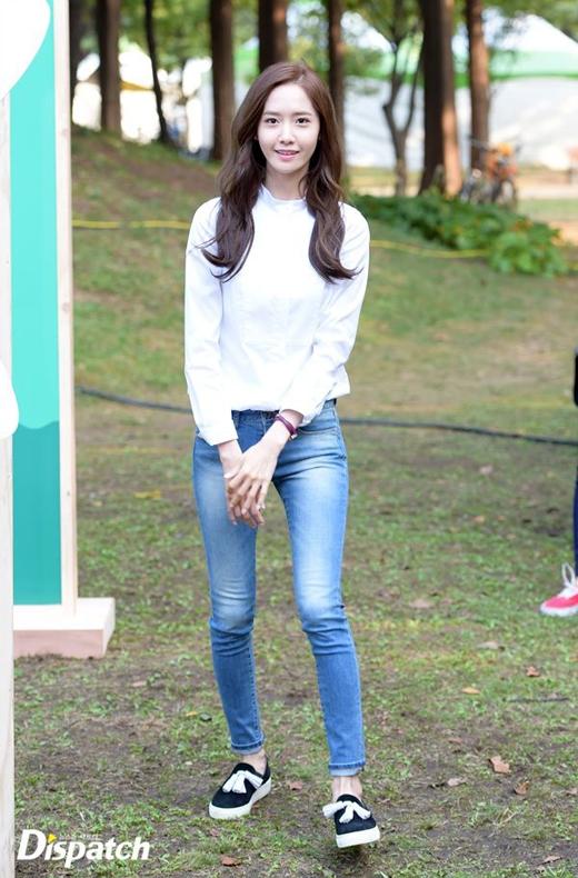 Cặp chân dài của Yoona (SNSD) cũng khiến người hâm mộ mê mẩn...