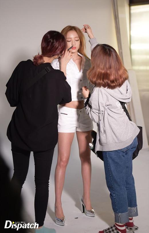 Goo Hara (Kara) khéo léo diện quần ngắn để khoe chân dài nuột nà.