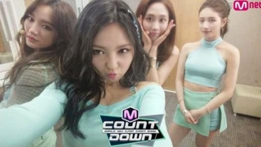 Một số hình ảnh cho thấy Suzy bị tách biệt khỏi với các thành viên Miss A.