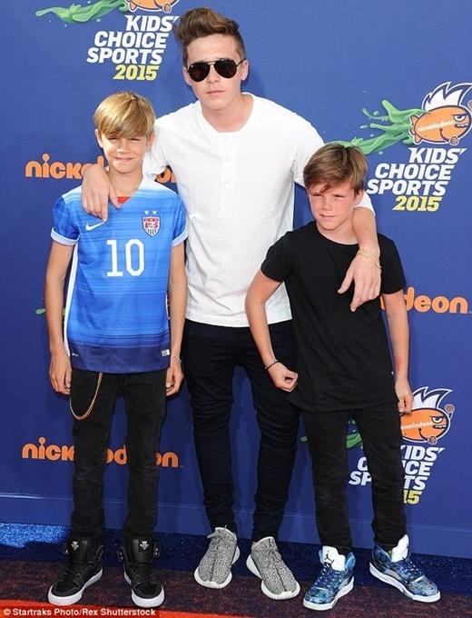 """""""Chết mê"""" độ đẹp trai của ba quý tử nhà Beckham"""
