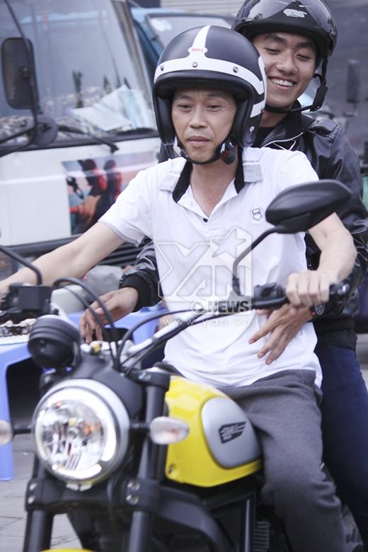 """Hoài Linh khiến người dân há hốc mồm vì lái mô tô """"khủng"""" - Tin sao Viet - Tin tuc sao Viet - Scandal sao Viet - Tin tuc cua Sao - Tin cua Sao"""