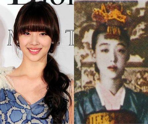 """Sulli (f(x)) từng trở thành đề tài nóng được bàn tán rầm rộ khi cư dân mạng phát hiện cô và Lee Nan Hyang – tài nữ đầu thế kỷ 20 của Hàn Quốc, giống nhau đến lạ kỳ. Từ hình dạng khuôn mặt, đến mắt, mũi, miệng, cả hai đều không khác nhau là mấy. Sau khi những hình ảnh này được lan truyền, nhiều người đánh giá Sulli chính là """"kiếp sau"""" hoàn hảo của Lee Na Hyang."""