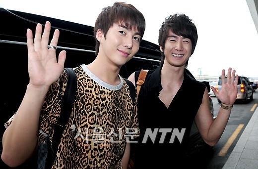 """Kim Hyun Jun và Kim Kibum cũng là một trong số những cặp anh em """"đẹp đều"""" của làng nhạc xứ Hàn. Không chỉ trong cuộc sống mà cả hai cũng luôn hỗ trợ công việc của đối phương mặc dù hoạt động khác nhóm và ít có thời gian gặp mặt."""