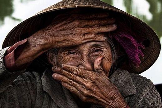 Một hình ảnh ấn tượng trong bộ ảnh Những nụ cười ẩn giấu (Hidden Smiles) của nhiếp ảnh gia Réhahn.