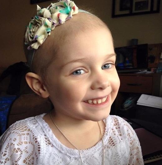 Cô bé Abby 4 tuổi đến từ New York bị mắc bệnh lymphoblastic cấp tính, một dạng bệnh bạch cầu thường hay gặp ở trẻ em.
