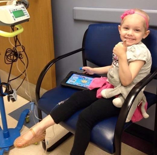 Hiện tại, cô bé đang là bệnh nhân tại Trung tâm Mellodies chuyên điều trị những trẻ em bị mắc bệnh ung thư ở Albany, New York. Mặc dù mắc phải căn bệnh đáng sợ nhưngAbby lúc nào cũng tươi cười và sống rất lạc quan.