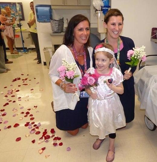 Với sự giúp đỡ của đồng nghiệp, Matt đã có thể tổ chức một buổi tiệc đám cưới nhỏ cho cô bé Abby ngay vào ngày hôm sau, khi Abby đến điều trị.