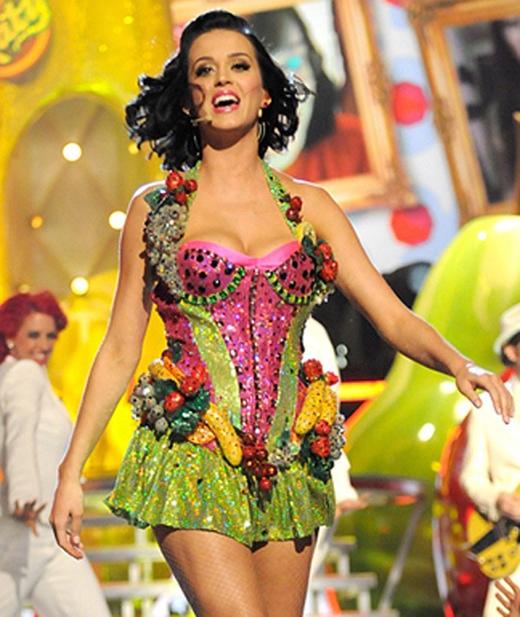 Katy có biệt danh này sau khi gắn trái cây trên nhiều bộ trang phục của mình và cả lần mang trái cây khổng lồ lên sân khấu.