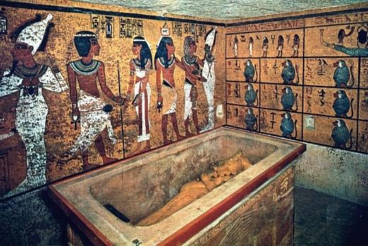 Bên trong công trình sao chép hầm mộ của vua Tutankhamun.