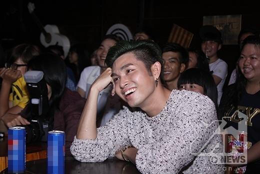 Vẻ mặt sợ hãi nhưng cực yêu của Jun (365) khi nhìn thấy trái chôm chôm - Tin sao Viet - Tin tuc sao Viet - Scandal sao Viet - Tin tuc cua Sao - Tin cua Sao