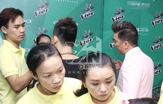 Giọng ca My Fan hỏi thăm từng thí sinh trong đội của mình - Tin sao Viet - Tin tuc sao Viet - Scandal sao Viet - Tin tuc cua Sao - Tin cua Sao