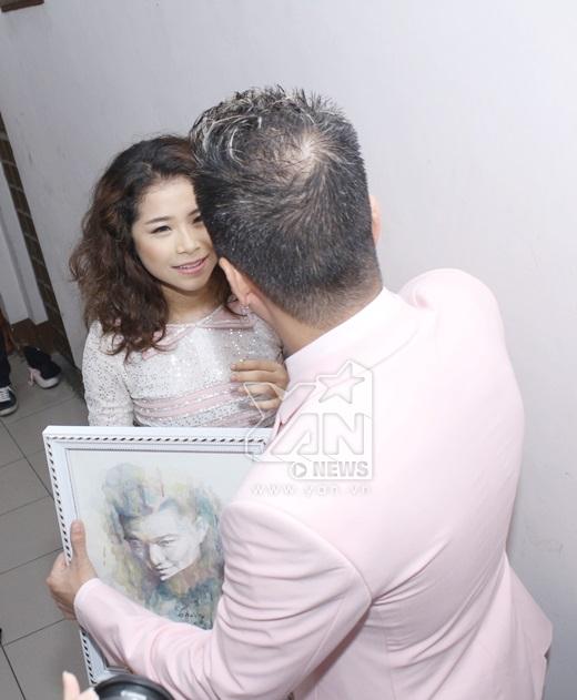 Anh bất ngờ trước món quà của cô bé Linh xoăn - Tin sao Viet - Tin tuc sao Viet - Scandal sao Viet - Tin tuc cua Sao - Tin cua Sao