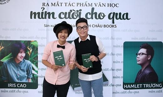 Cặp đôi thân thiết Iris Cao và Hamlet Trương trong buổi họp báo ra mắt tác phẩm văn học Mỉm cười cho qua.