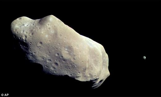 """Hôm nay, thiên thạch bạch kim cả tỉ đô sẽ """"ghé thăm"""" Trái Đất"""