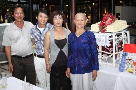 Hình ảnh hiếm hoi về bố mẹ ruột của Hoài Lâm. - Tin sao Viet - Tin tuc sao Viet - Scandal sao Viet - Tin tuc cua Sao - Tin cua Sao
